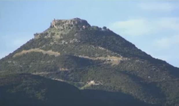 vlohos-pyramid-min